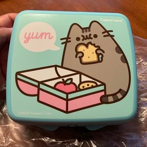 Tupperware Sandwich Keeper Pusheen